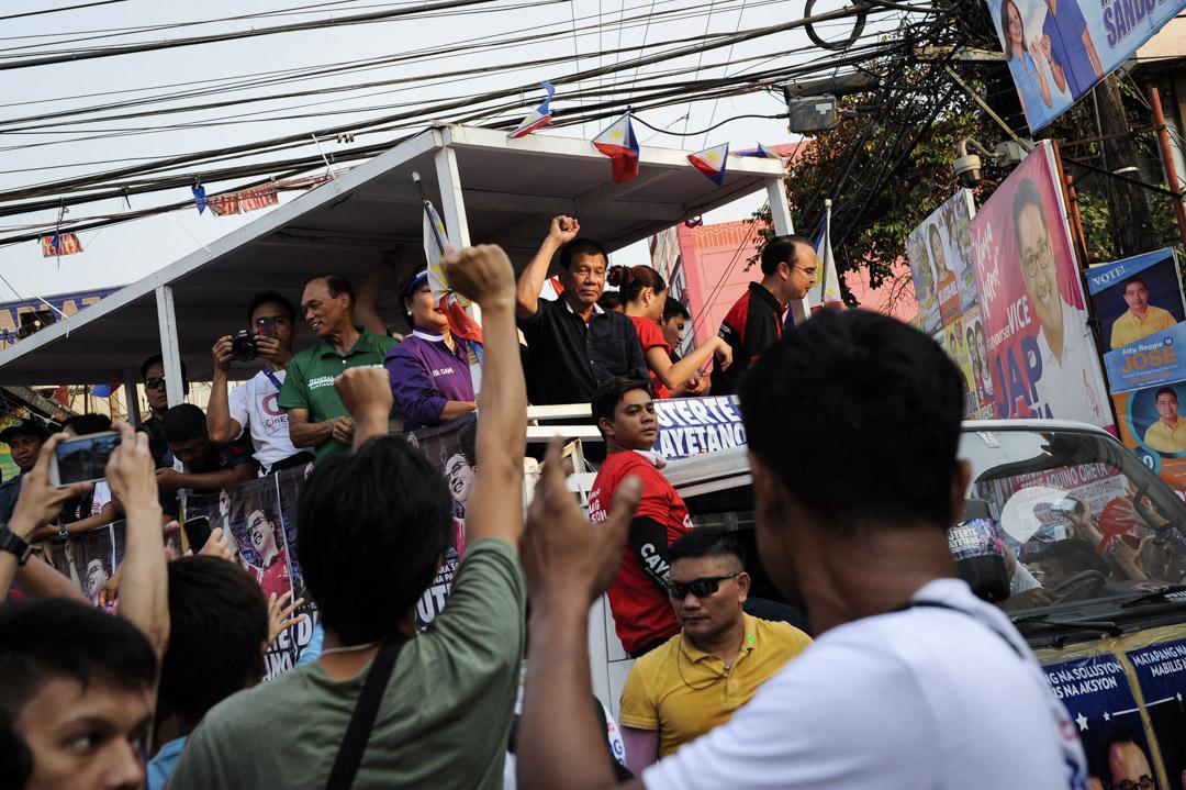 杜特地於2016年總統選舉期間到菲律賓附近一個城鎮拉票。