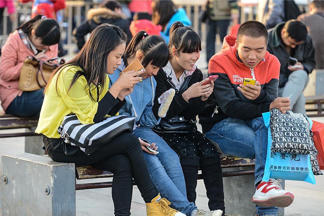 娛樂八卦在中國不僅是前景遠大的創業機遇,更是一場基於海量用戶的社會運動。