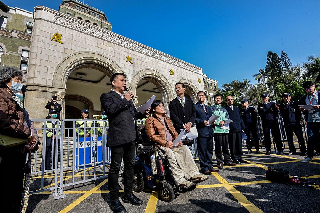 同婚釋憲案於2月24日在司法院憲法法庭開言詞辯論庭,反同婚人士在司法院外舉行記者會,捍衛反同婚立場。