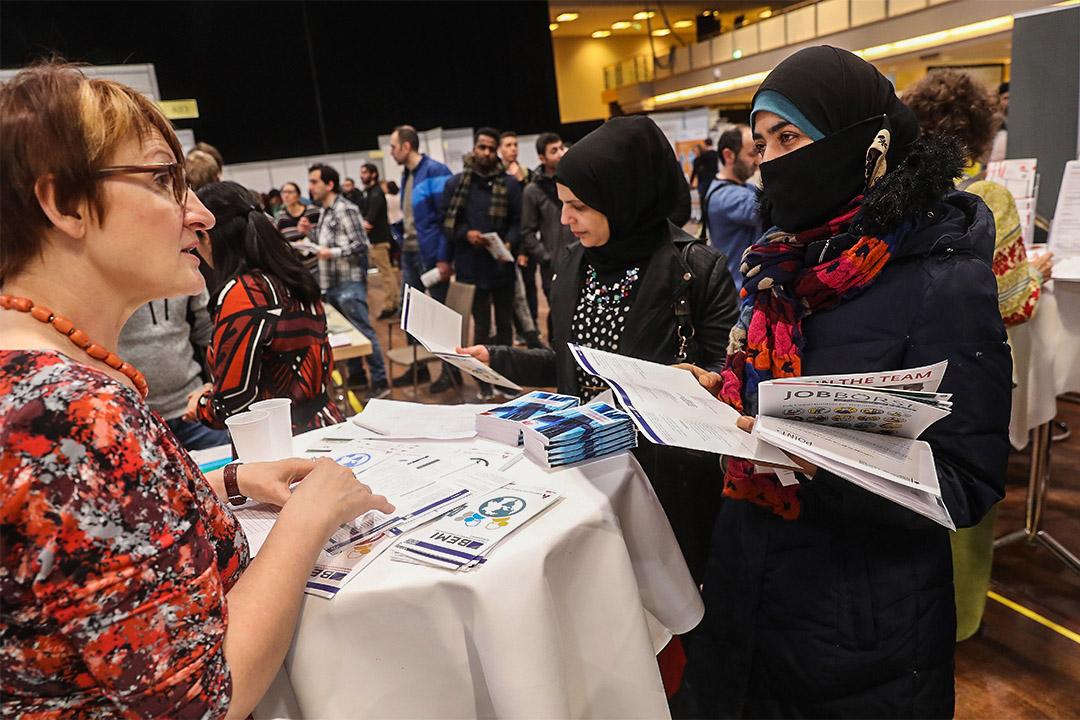 歐洲法院裁定公司可禁員工戴頭巾。圖為德國柏林一個招聘展。