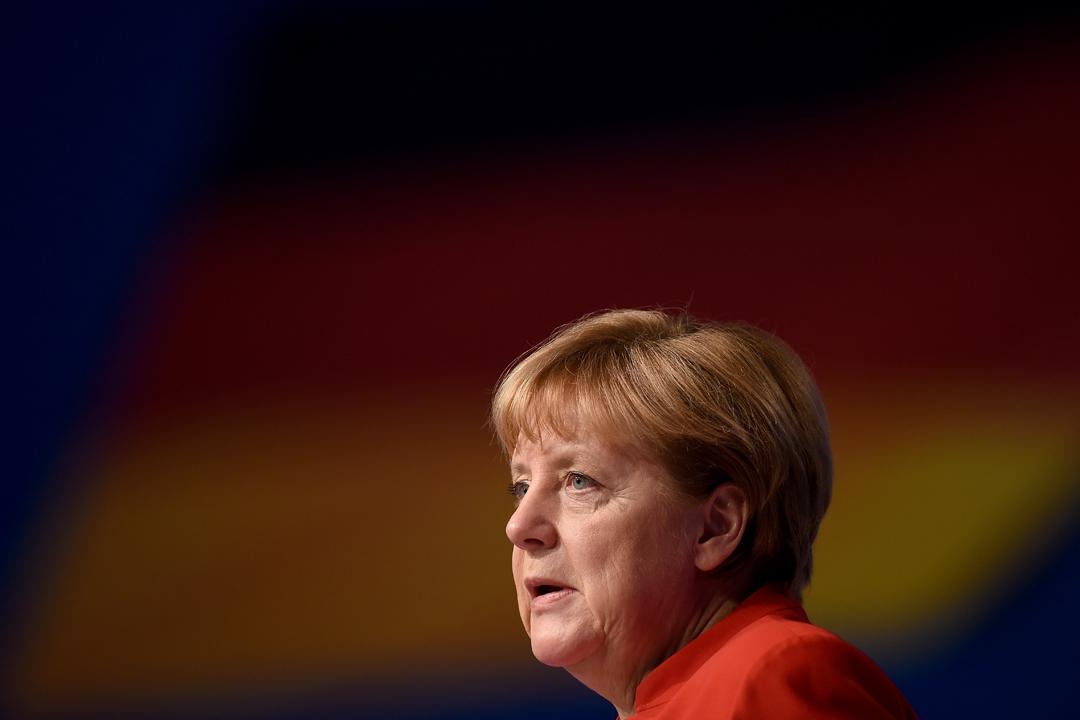 你不必要是默克爾的支持者,但這本書可以告訴你,為什麼她、以及她帶領下的德國受到支持。圖為2016年12月6日默克爾在宣佈參與2017年大選後於基督教民主聯盟(CDU)黨代表大會中演說。