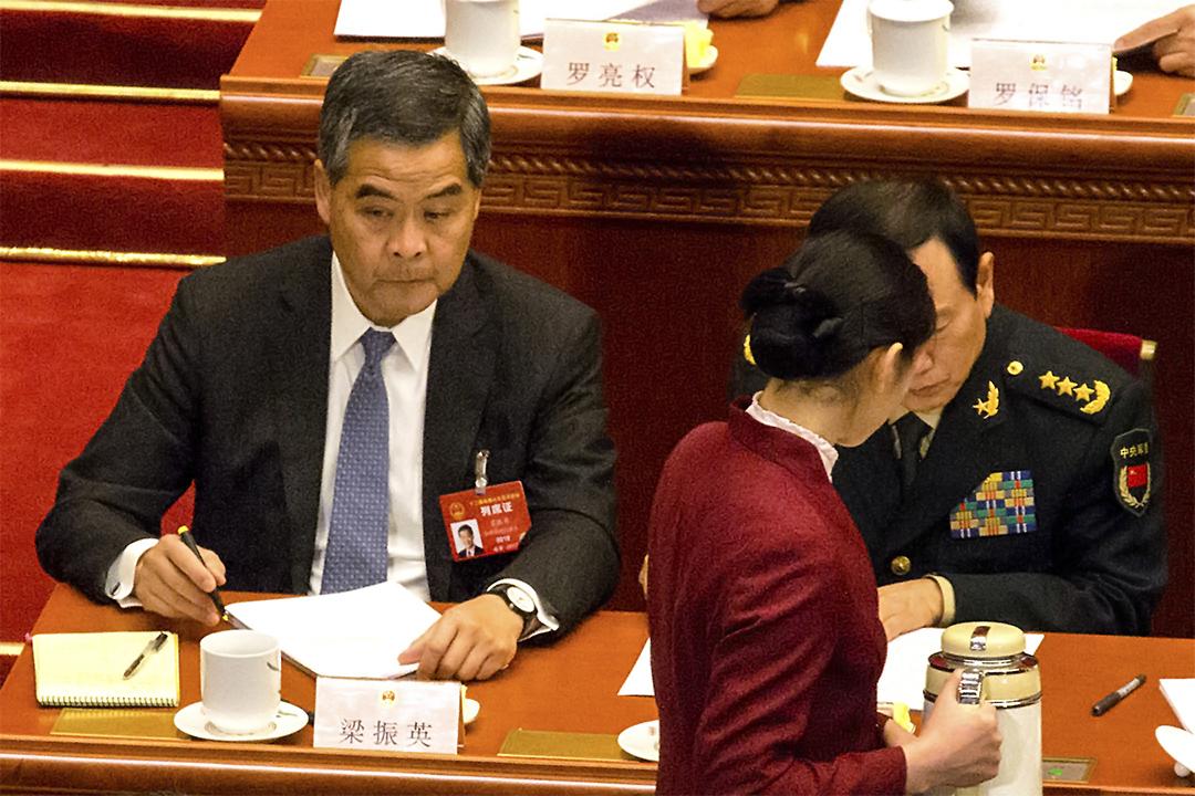 2017年3月5日,香港行政长官梁振英出席在北京人民大会堂举行的中国全国人民代表大会。