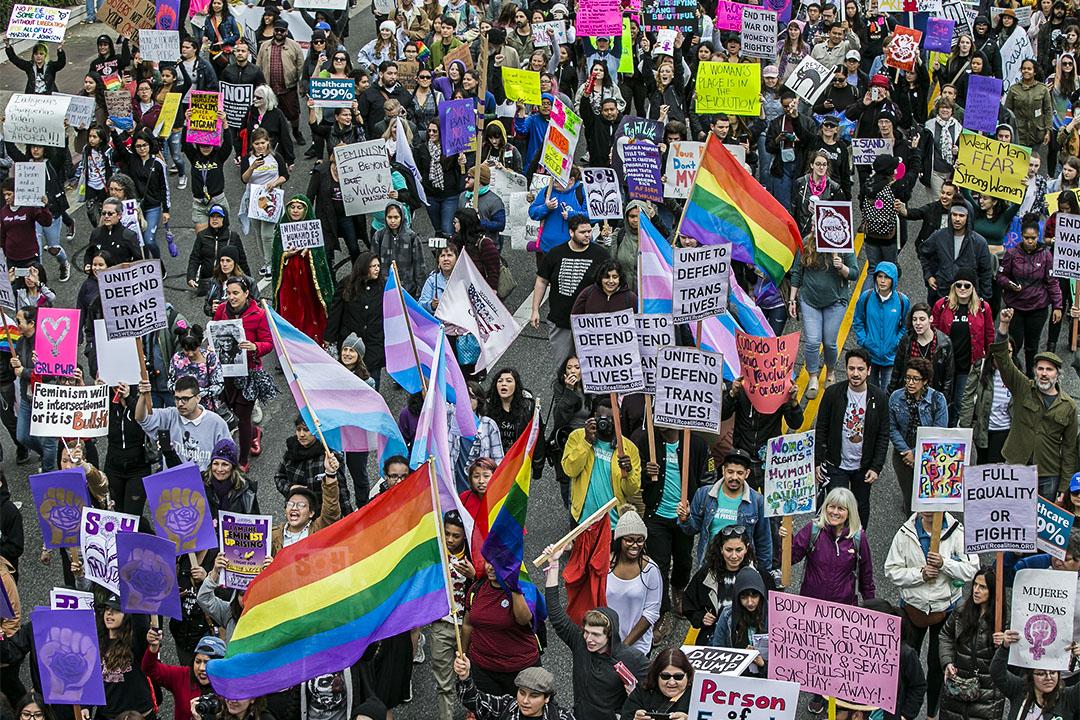 2017年3月5日,在美國洛杉磯,有人發起遊行紀念國際婦女節。