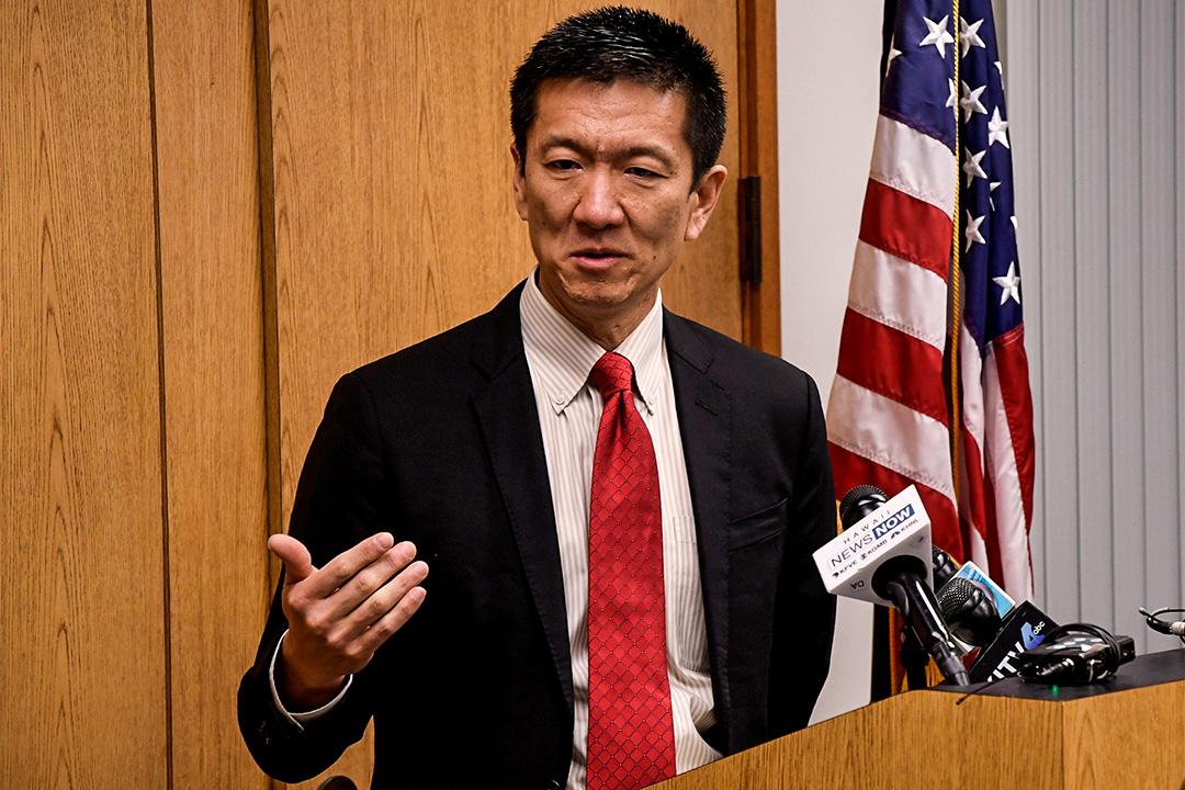 2017年3月9日,美國夏威夷總檢察長Douglas Chin在新聞發布會上發表聲明,指將入稟法院,挑戰總統特朗普的新入境禁令。