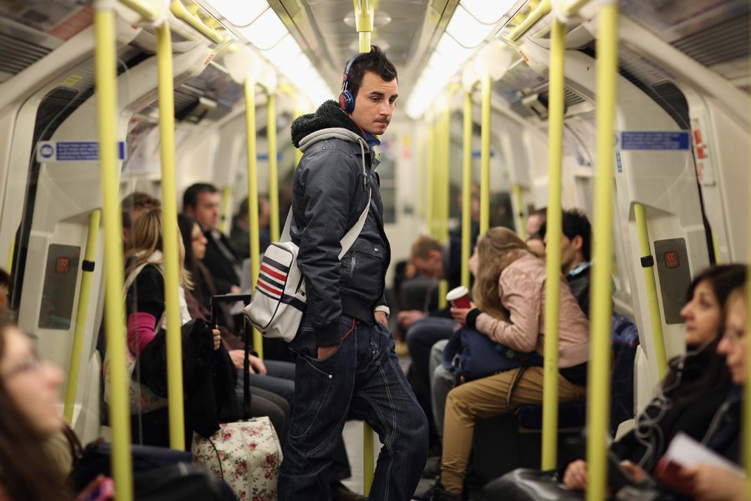 不論早晚高峰或少有乘客的午夜,大部分時間倫敦地鐵都是靜悄悄的。