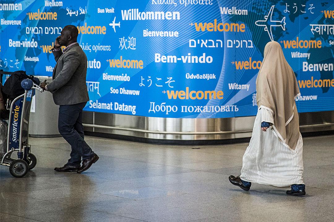 中東與非洲13國飛往美國的航班,將禁止乘客隨身攜帶大於手機的電子設備。圖為紐約甘迺迪國際機場。