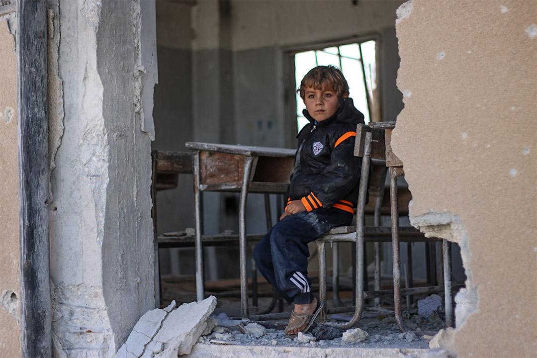 2016年10月31日,在阿拉伯敘利亞共和國,六歲的Ahmad指他想成為一名醫生,但也許他不會成為什麼,因為他們的學校已被破壞。