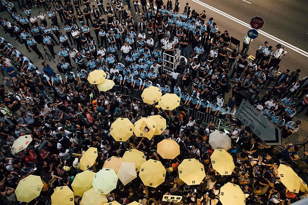 2015年9月28日,大批市民在香港政府綜合大樓外示威。