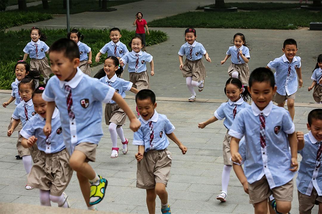 """生活在中国大陆的异议者,""""孩子""""成了""""消失的选项""""。"""