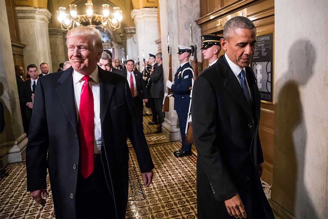 特朗普聲稱去年大選前奧巴馬曾下令監聽其大廈電話。圖為2017年1月20日,特朗普及奧巴馬在國會大廈參與就職典禮。