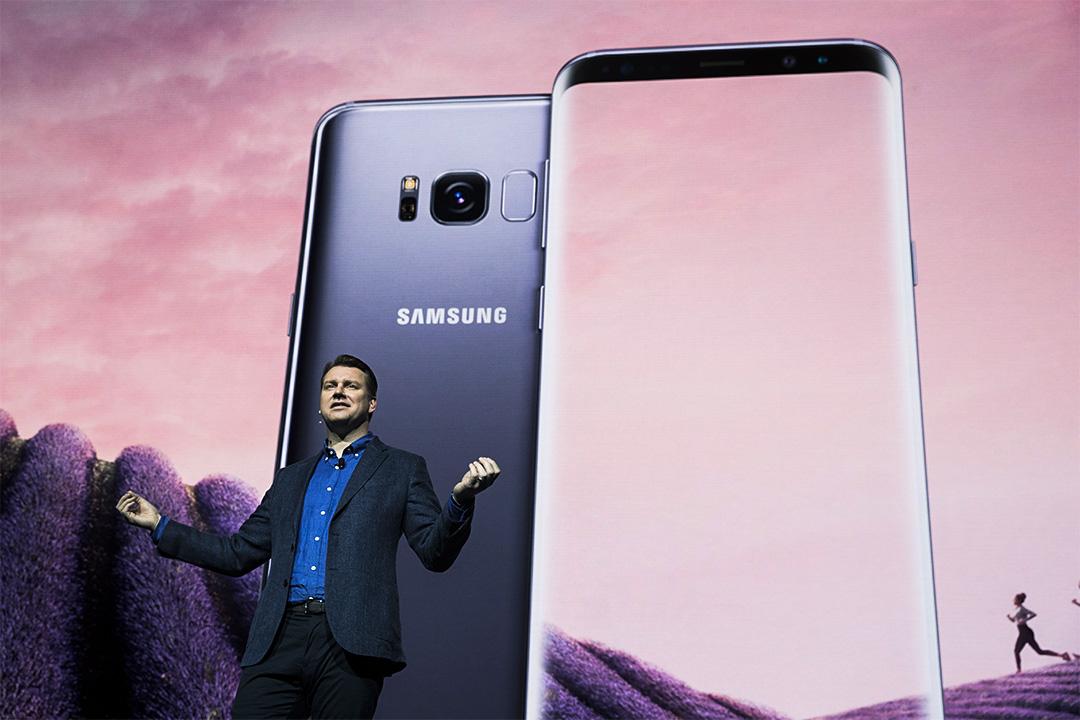 2017年3月29日,三星產品策略高級副總裁 Justin Denison 在紐約舉行的三星 Galaxy S8 的發布會上講解其新功能。