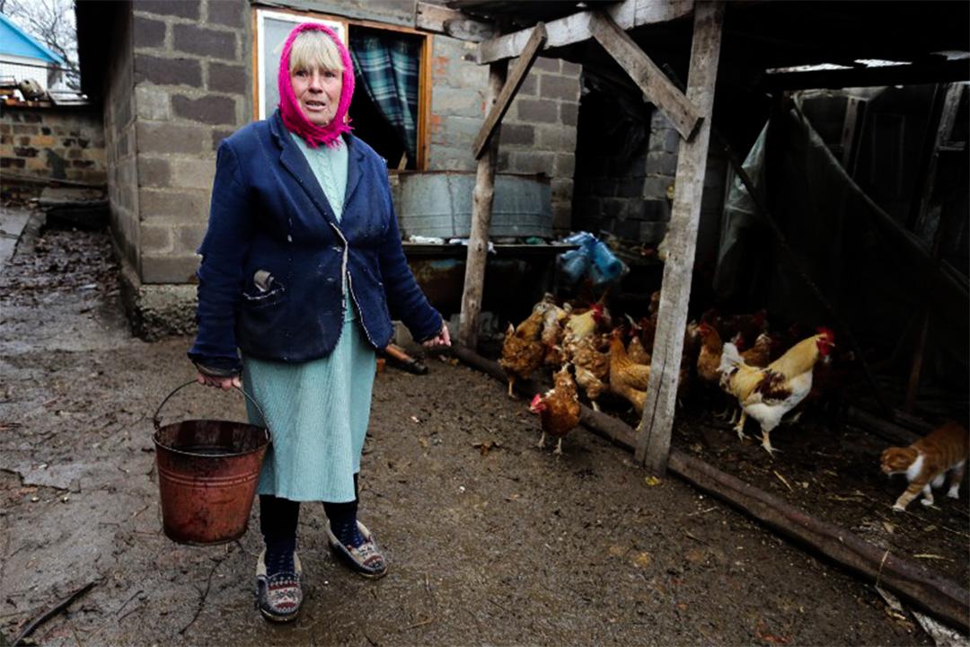 2015年11月19日,住在烏克蘭頓內次克的Kateryna Omelchuk指,海邊村莊仍然充斥着地雷。