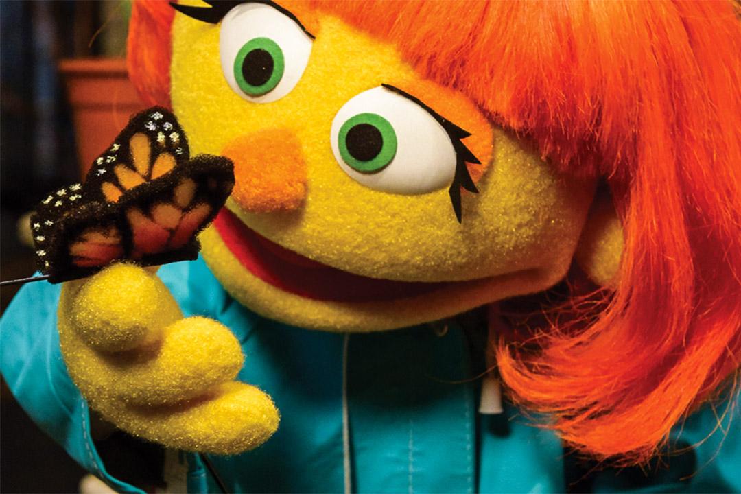 《芝麻街》加入自閉症布偶角色,名為Julia。