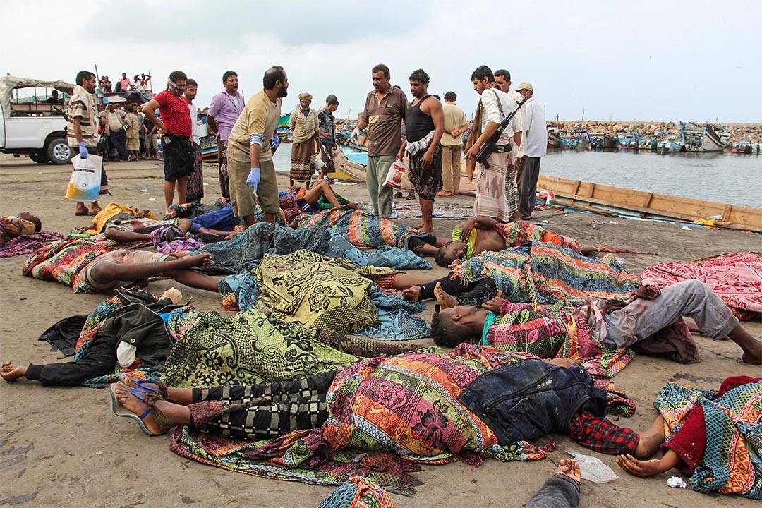 難民船於也門海岸遭到武裝直升機襲擊,大批索馬里難民喪生。