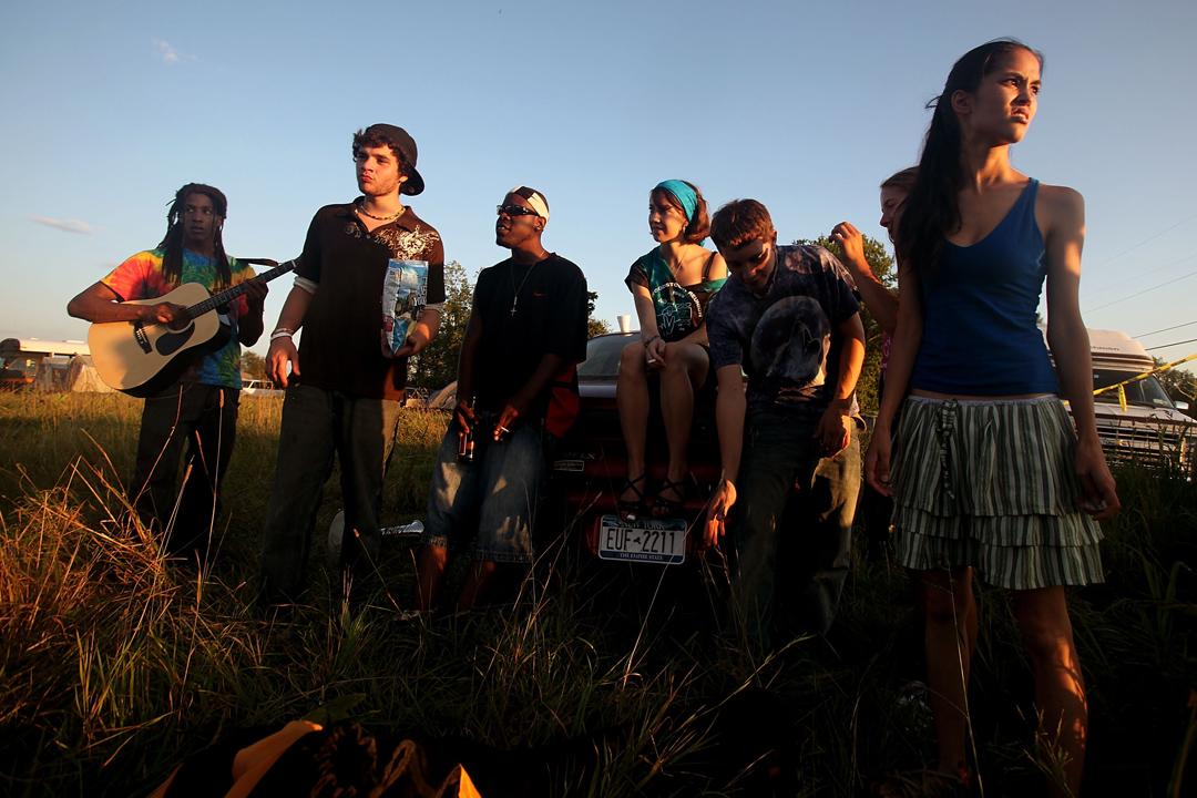 十個救火的少年,各自因為不同理由,背棄了曾堅持的使命,情況像令想起60年代美國的嬉皮士運動。圖為2009年胡士托音樂節40周年紀念活動,在音樂節的原址紐約伯利恆鎮。