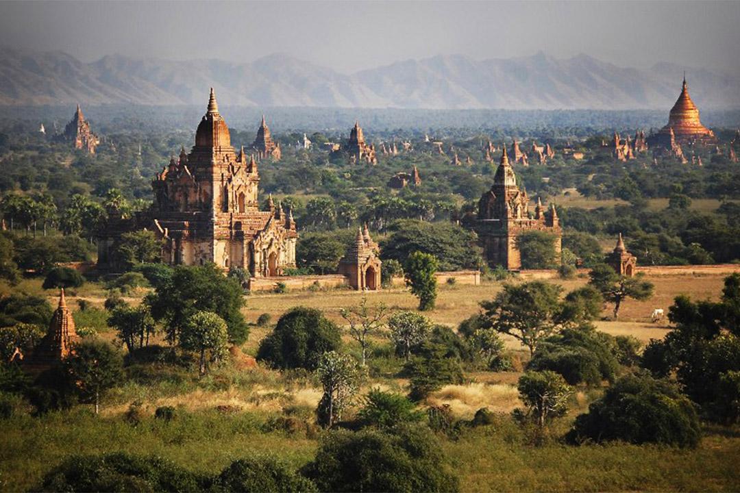 緬甸蒲甘位於緬甸中部平原,貫穿緬甸南北的伊洛瓦底江和欽敦江匯合處的東岸。