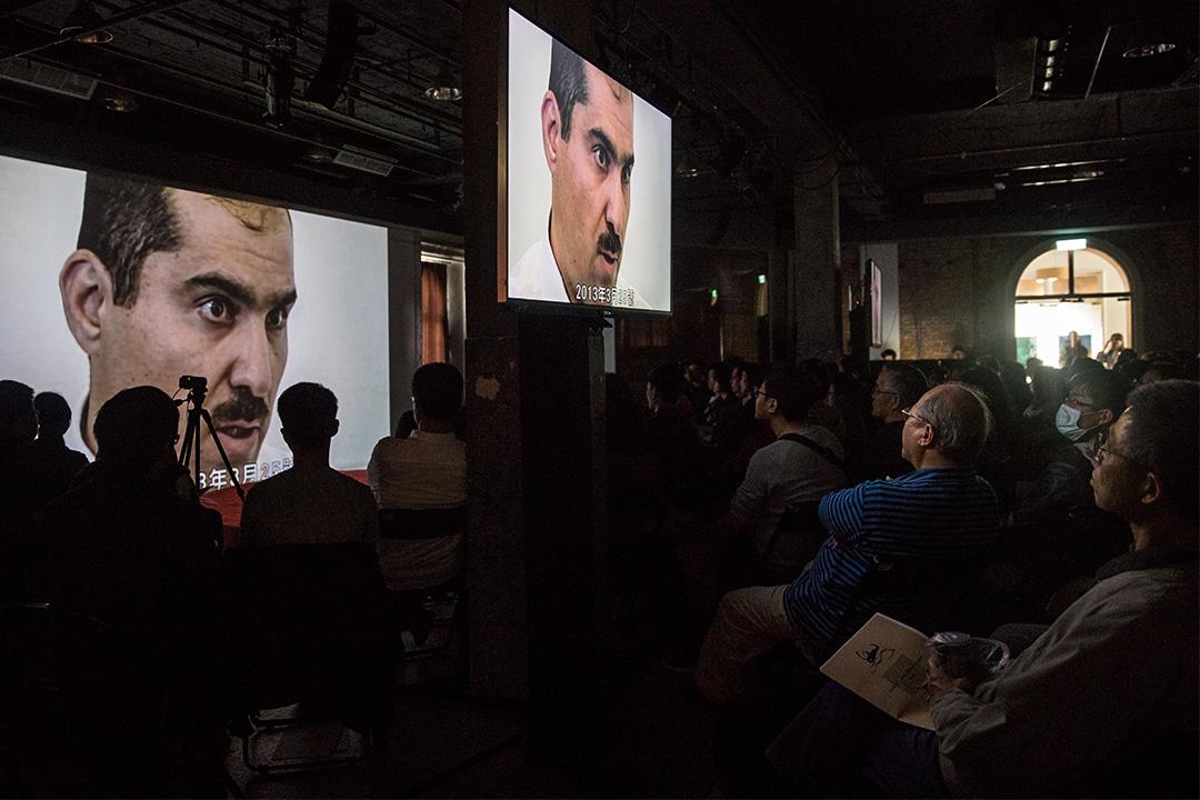 場內播放了《消失的敘利亞》影片,片中有親歷者口述有關敘利亞政府慘絕人寰的迫害手段。
