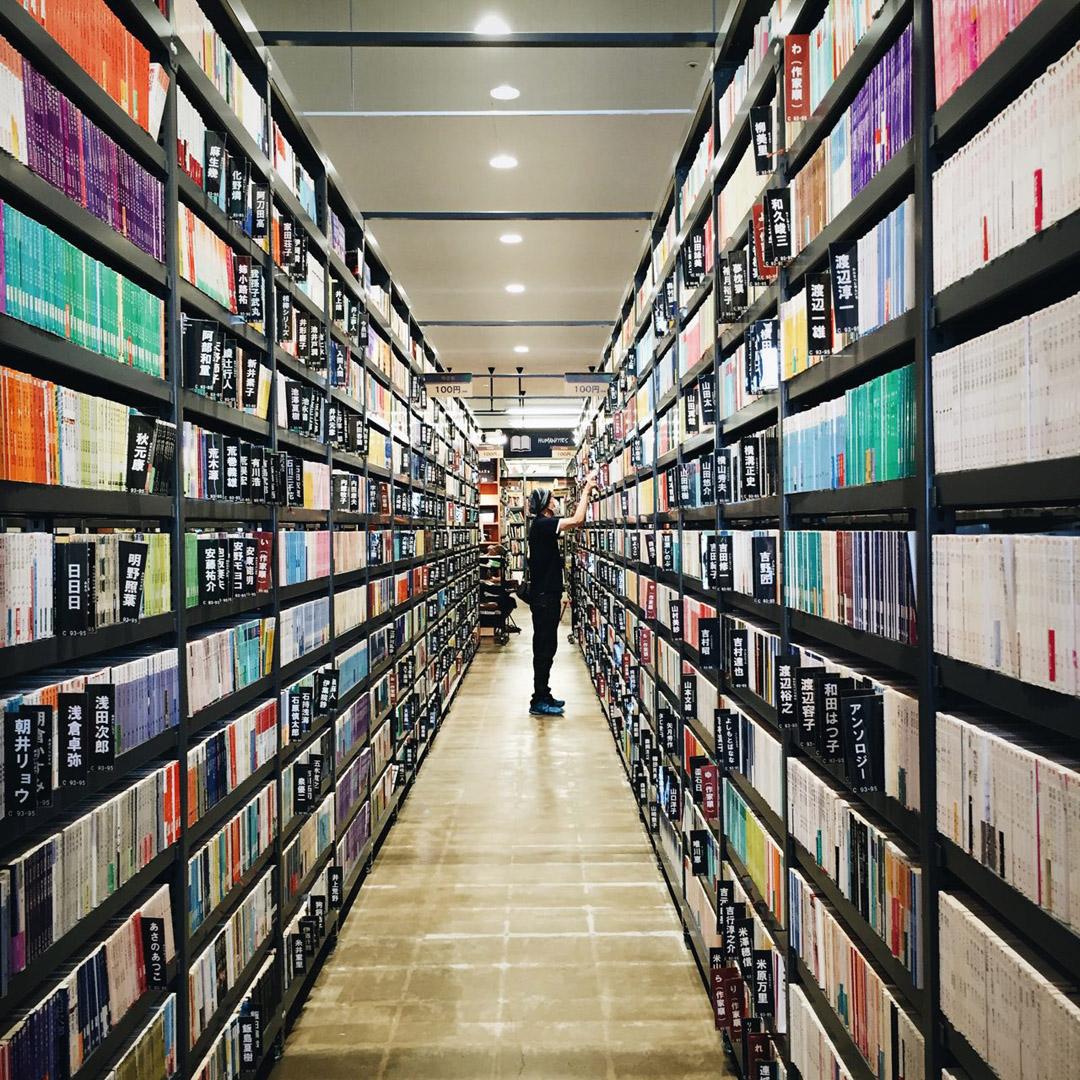 位於福岡實驗性質的二手中古書店「TSUTAYA BOOK GARAGE 福岡志免」。