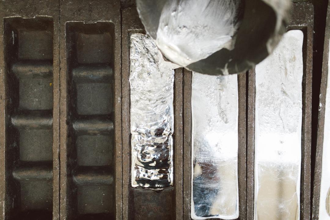 材料鋅合金延展性好、易塑型,經過加工處理之後,可以廣泛運用在各種生活用品上。