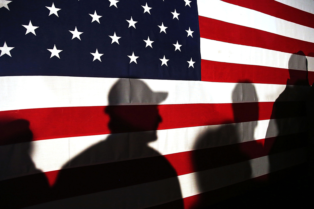 特朗普提出的「美國優先論」底下的經濟國族主義內涵班農的經濟國族主義看起來比較偏向於保護主義,但事實上又與保護主義大相逕庭,甚至部分還與美國保守主義背道而馳。