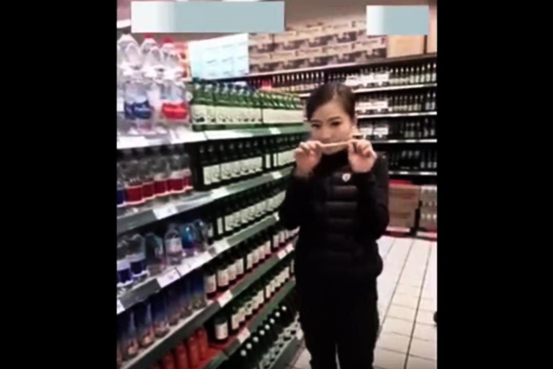 女子直播在樂天超市偷吃偷喝片段。