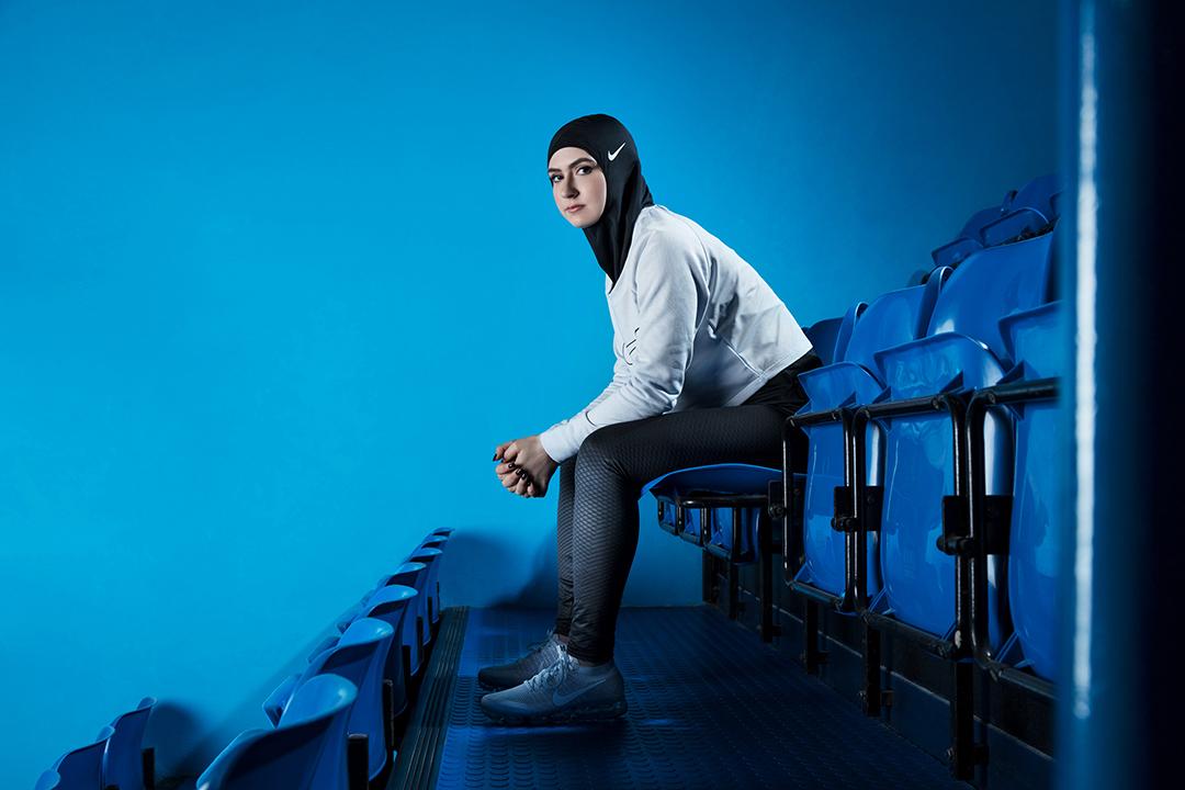 2017年3月8日,Nike發佈了一張相片,一名女人帶上為穆斯林女運動員而製造的Nike頭巾。