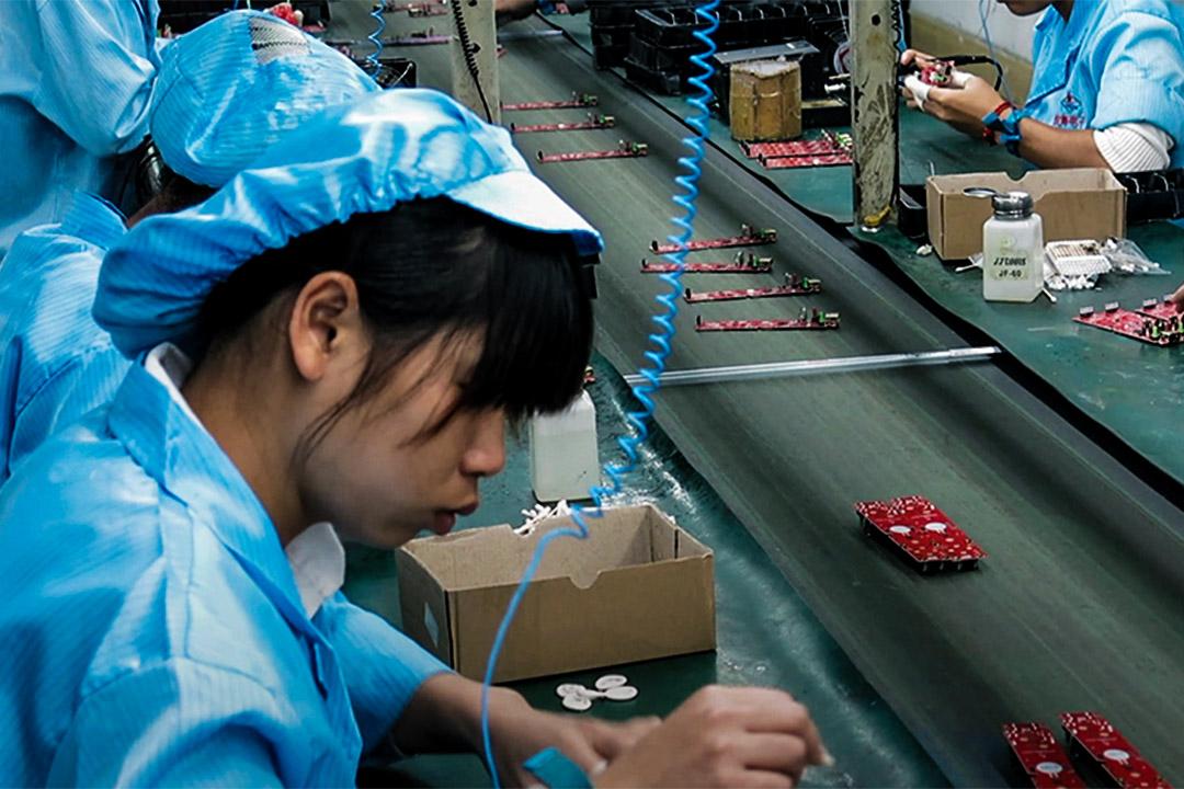 紀錄片揭露中國高科技電子產業下,勞工惡劣的工作環境。