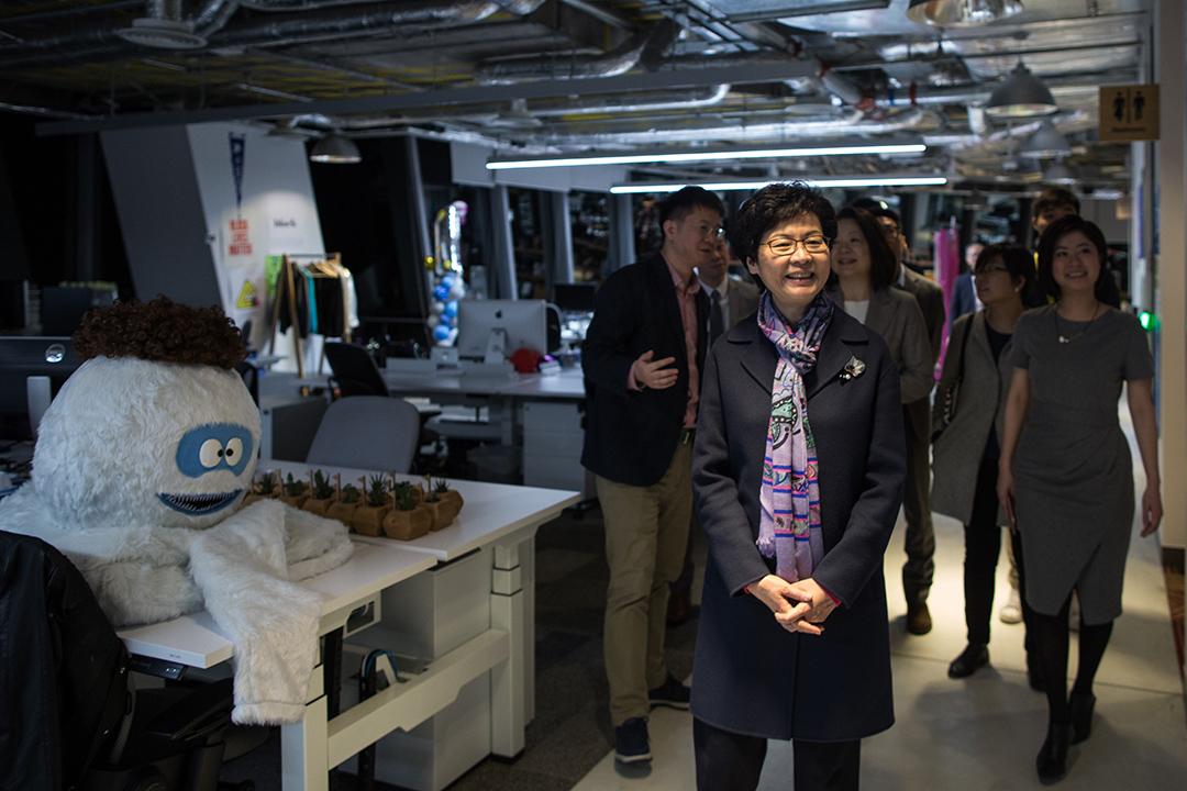 林鄭月娥女士參觀Facebook香港辦公室。