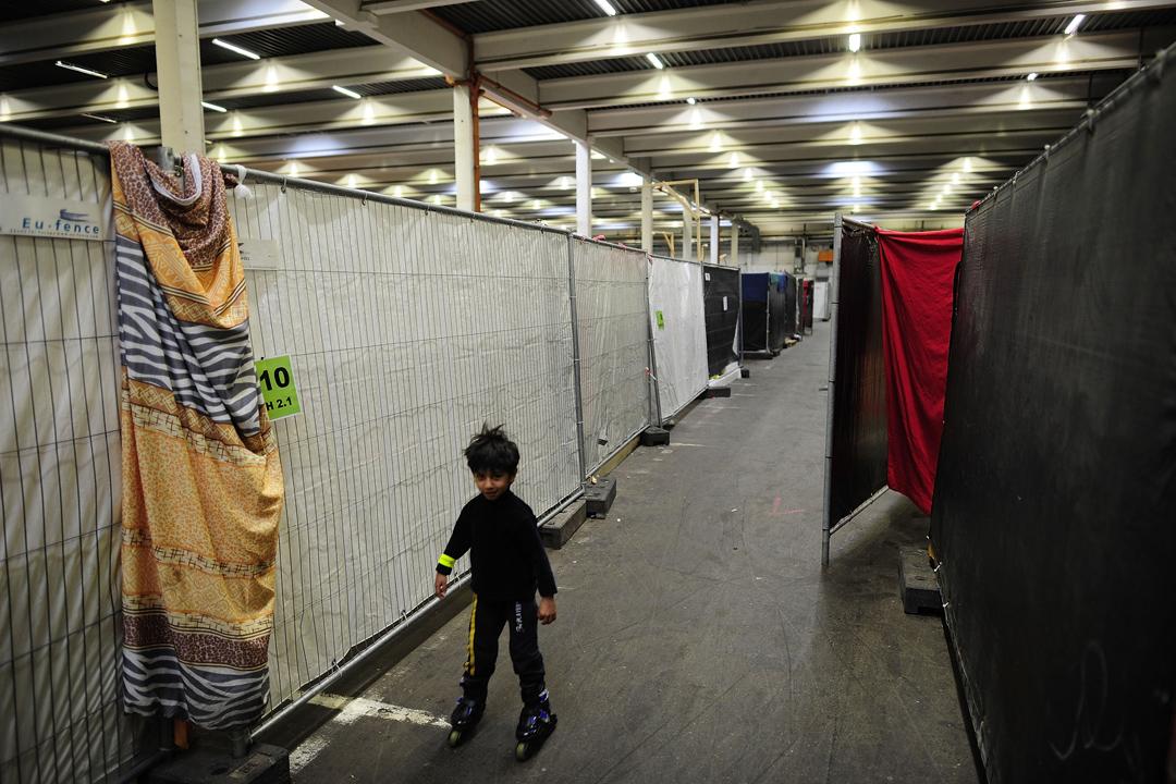 2016年2月25日,一名來自阿富汗的小男孩身在位於德國薩爾斯特(Sarstedt)難民庇護所的日常。