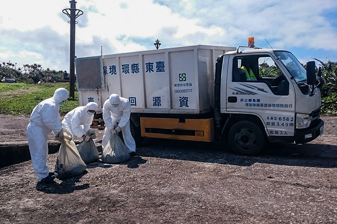 環保署表示,綠島擁有豐富的海洋資源,現場污染清理工作持續進行中。
