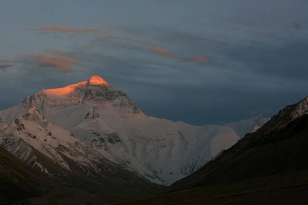 珠穆朗瑪峰。
