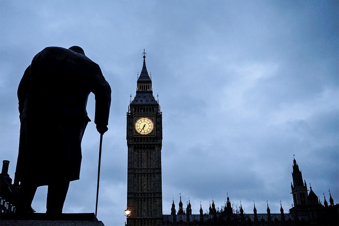 2017年3月29日, 邱吉爾的雕像屹立在大笨鐘和英國西敏宫前。3月22日,英國國會大樓附近曾發生恐襲。