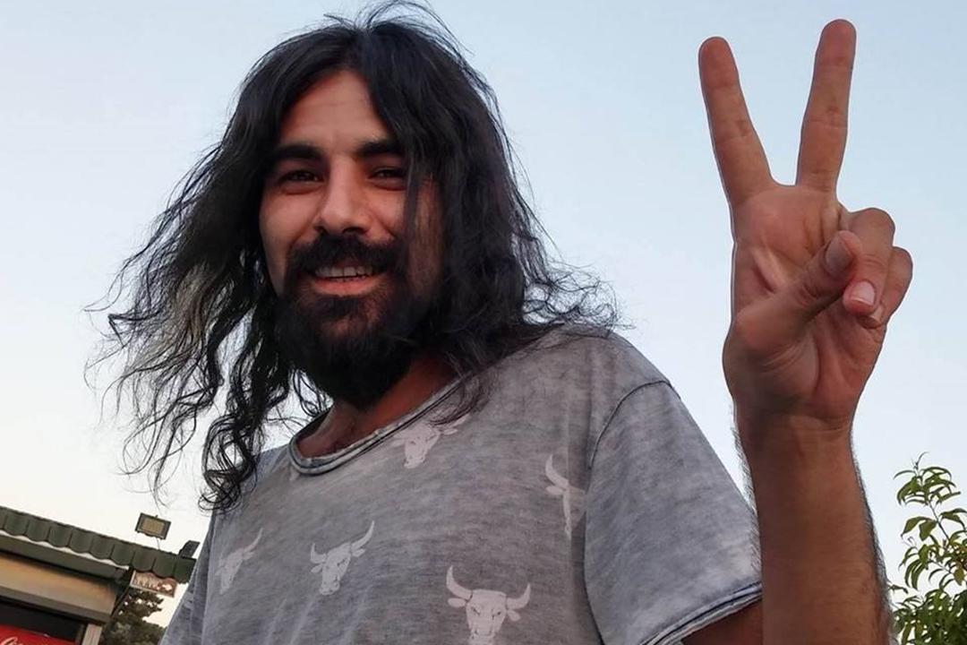 街頭學院聯合創始人Durak 是社會學博士,今年32歲的他此前在安卡拉大學擔任研究助理。因為曾經簽署反政府武裝庫爾德工人黨(PKK)的和平請願書,他被開除,是當局在鎮壓政變後開展的大規模肅清運動中,被解僱的上萬名「反動」教師之一。