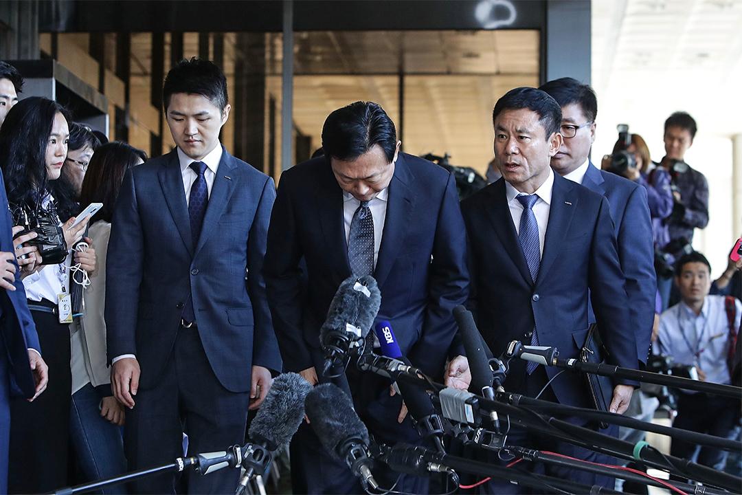 樂天集團總部、樂天總會長辛格浩的兒子辛東彬先生於2016年9月20日抵達中央地方檢察廳。