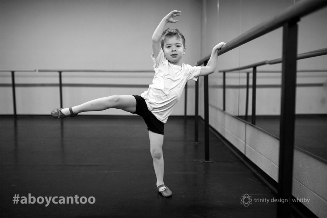 攝影師Kirsten McGoey拍「女生能做的,男生也行」的照片。