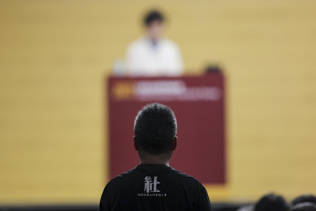 社福界選委向林鄭月娥提問。