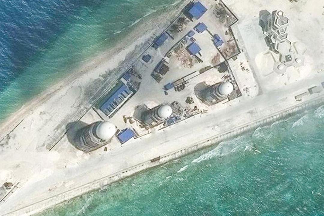 2012年3月27日,戰略與國際研究中心(CSIS)發布了在南沙群島中部永暑礁上圖片,該圖片於3月9日拍攝,可見永暑礁上的建築物。