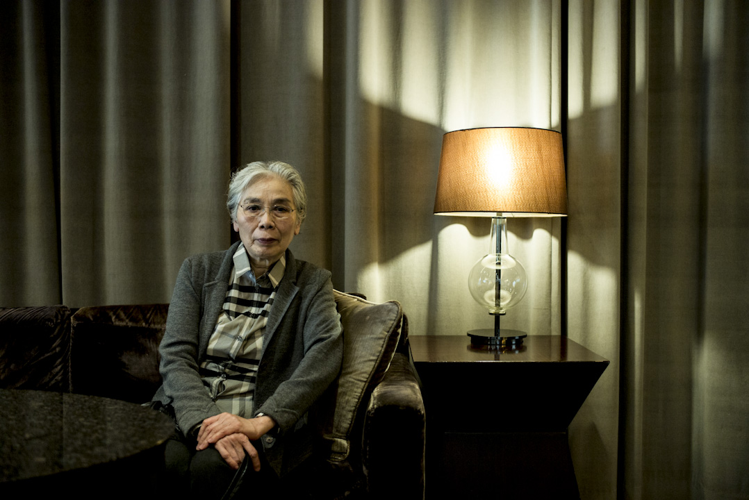章诒和坐在香港沙田的一间咖啡室,银发,淡粧,拿著打印好又手写改过几遍的文稿,向端传媒记者说起自己亲见过的那些激昂、揪心又扼腕的历史瞬间。