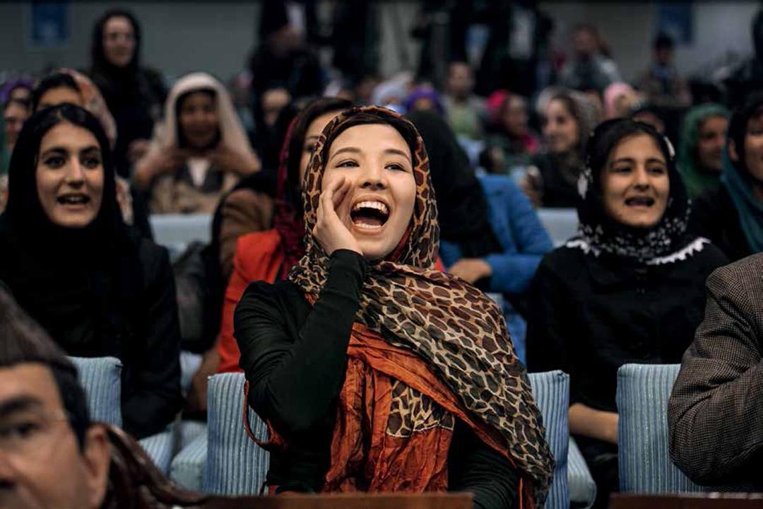 2014年3月31日,女性群眾在阿富汗副總統候選人哈比巴.沙拉比(Habiba Sarabi)的選舉集會上喝采。