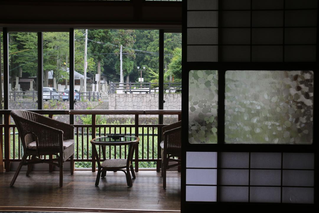不少日式老旅館有着獨一無二的硬體,就是一種迎賓的設想。