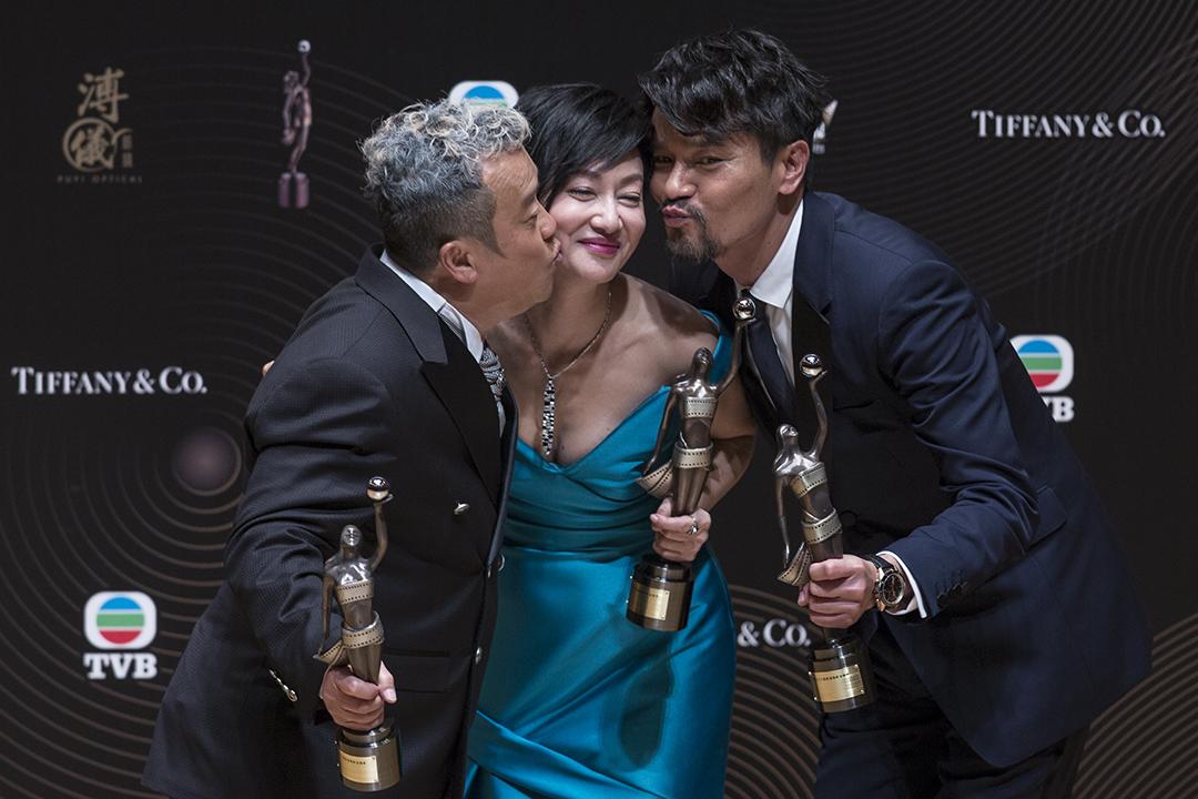 最佳男配角曾志偉(左)、最佳女主角惠英紅(中)及最佳男主角林家棟(右)獲獎後合照。