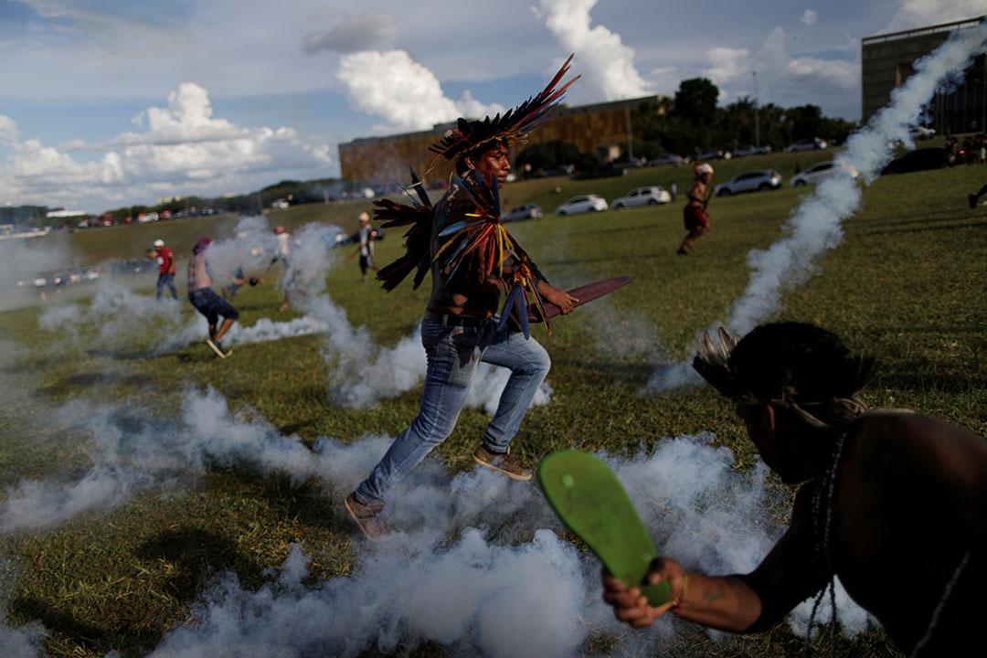 2017年4月25日,巴西巴西利亞,巴西印裔示威老者參與抗議活動,反對當局侵犯土著人民的權利。