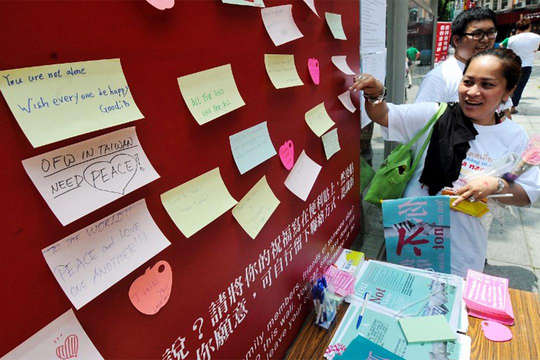 台灣的大部分家務移工,從來台前要看簽下一堆不給細看、無法拒絕的文件開始,一直到抵達僱主處,都無法確知遇到的人叫什麼名字。