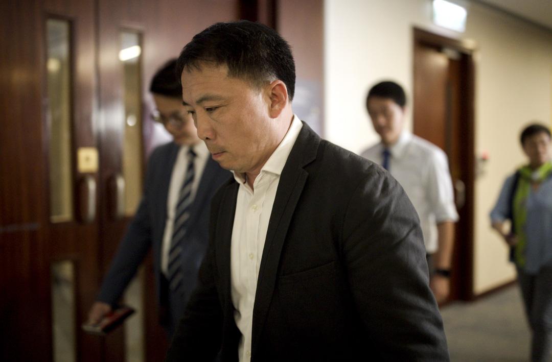 香港民主黨主席胡志偉表示因未夠深思熟慮,決定收回有關對佔中參與者和濫權警察同時特赦的爭議言論。