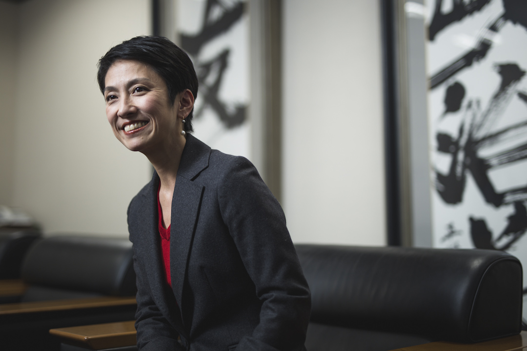 日本最大反對黨、民進黨主席蓮舫在東京的總部接受端傳媒訪問。