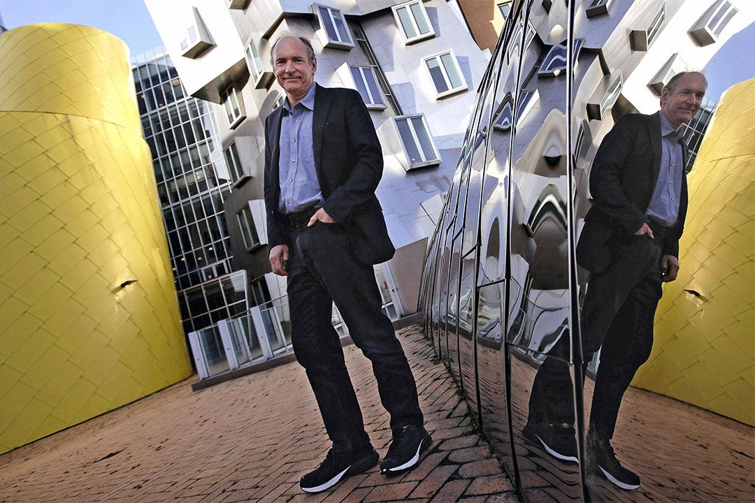 2017年4月3日,全球資訊網發明者Tim Berners-Lee於劍橋辦公室外。
