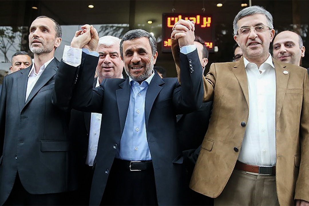 4月12日,伊朗前總統艾哈邁迪內賈德(中)報名角逐大選。