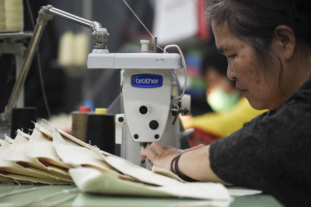 一向被視為心細手巧的女性勞工,於1980年代初紡織業旺盛時因為供需失衡而變得炙手可熱。