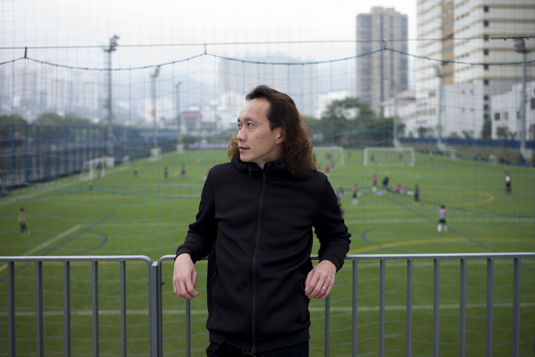 有線於1993年10月31日啟播,啟播前馬啟仁已加入電視台,起初擔任體育組資料搜集員,後來成為香港著名足球評述員。
