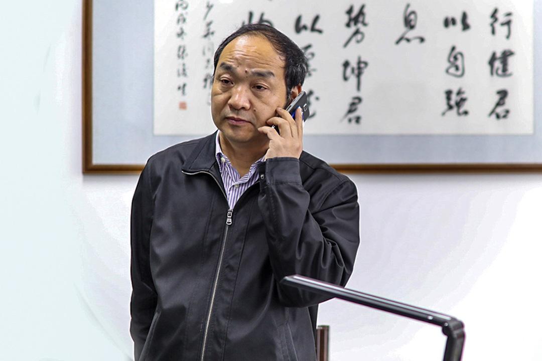 政府也找到電商校長賈少華,四月份的全球網商大會結束後,政府提議在工商學校開班,專門以電商網絡模特為專業,用來補齊產業鏈。